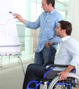 Persona con discapacidad en reunión de trabajo