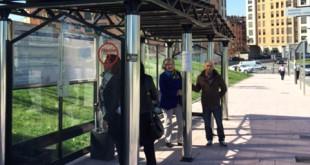 parada de autobús con filtros solares